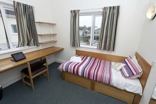 CEC Cork Accommodation Residence bedroom
