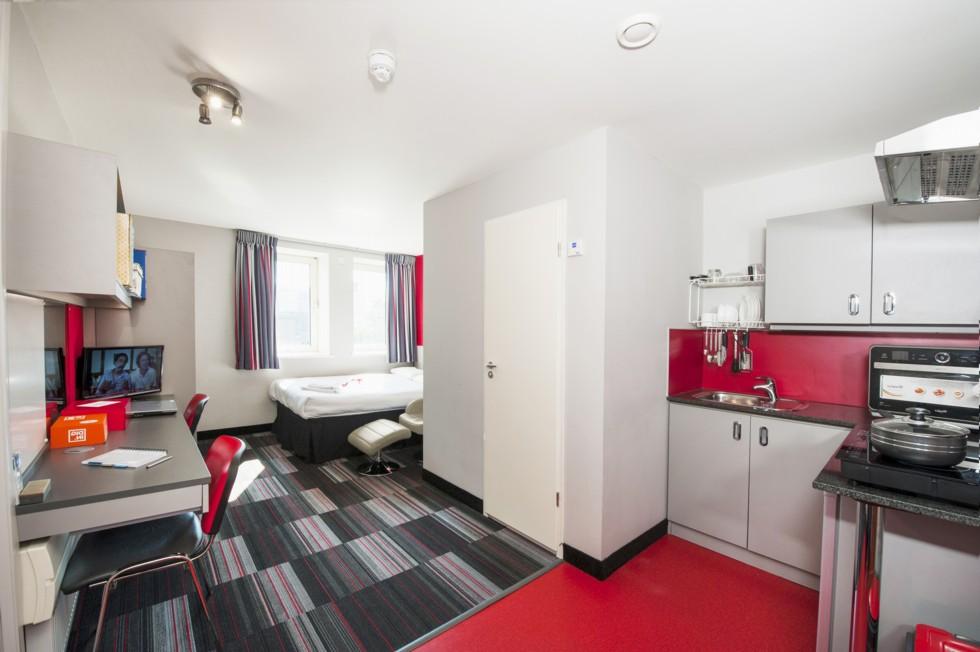 Cambridge_Acc_Study Inn Residence_Bedroom