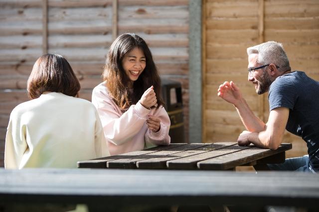 Soggiorno-studio-Cambridge-Eurocentres-socializzazione-studenti